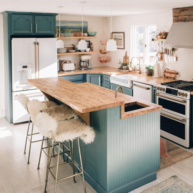 Cozy seats in Matte White Kitchen